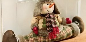 іграшка для захисту від протягів під двері сніговик