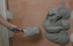 накидання штукатурки на стіну