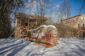 садиба Гребнево скидає штукатурку 1820 року