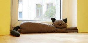 валик від протягів під двері в вигляді кота